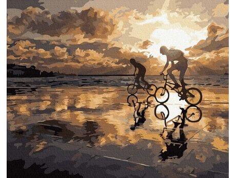 Jazda na rowerze o zachodzie słońca