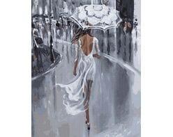 W białej sukni pod parasolem